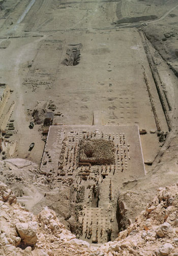Mentuhotep Temple from above. Note Bab el-Hosan & planting pits in the Forecourt (©Henri Stierlin)